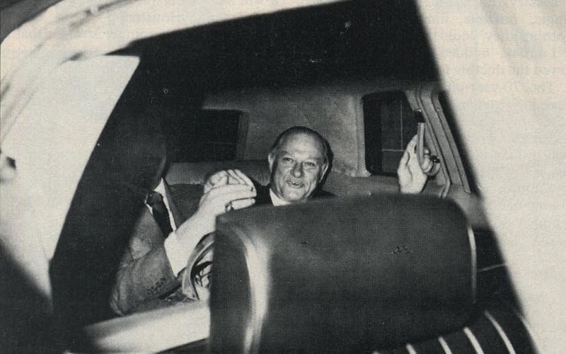 Summa counsel Chester Davis leaves Senate Watergate Committee hearings.