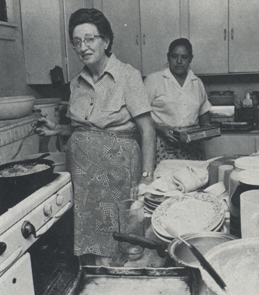 There's no fear of frying in Mrs. Mac's Angleton kitchen as cook Mrs. Zissa prepares for an onslaught of lunchers.