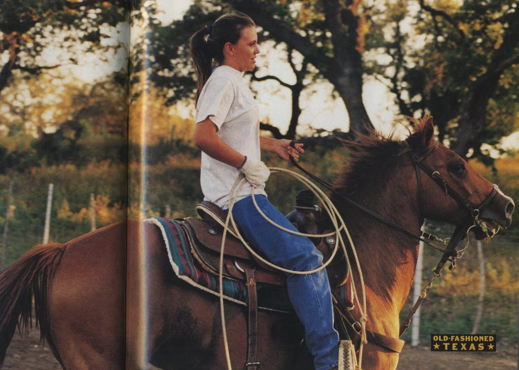 Jennifer lopes her horse while roping.
