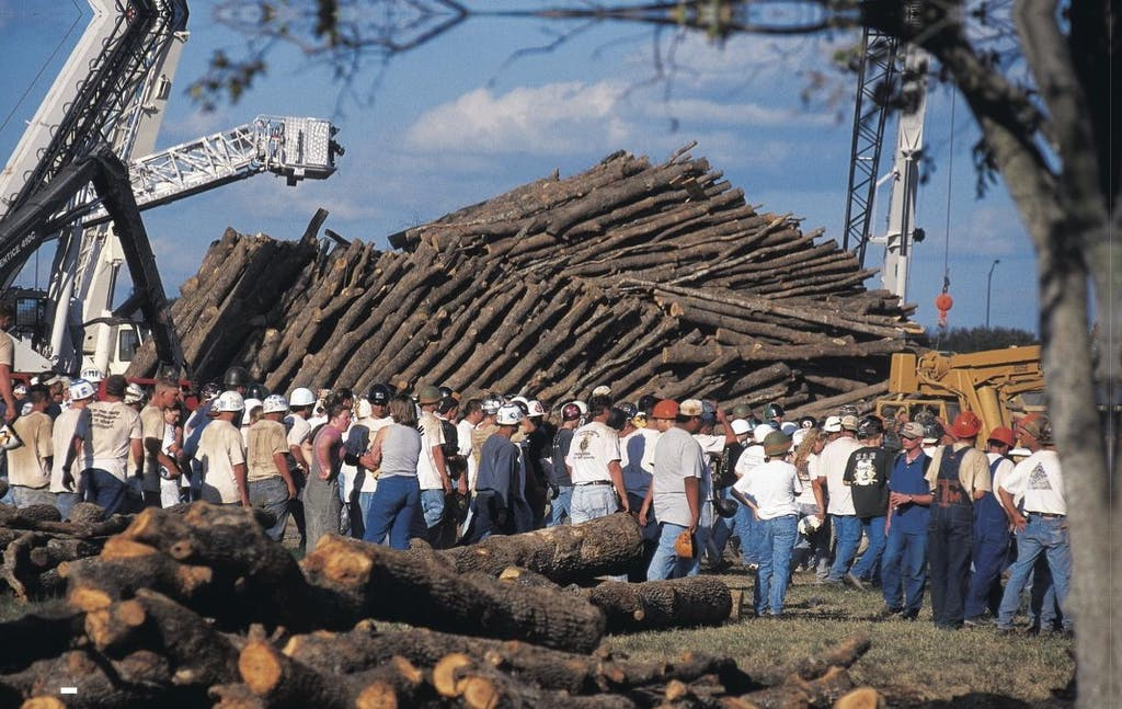 Prior to the collapse , the structure was 59 feet high and wighed approximately one million pounds.