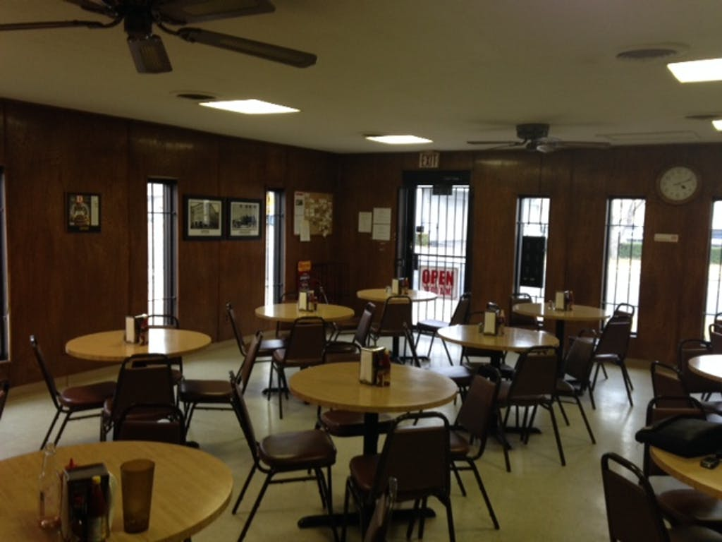 Mac's BBQ interior