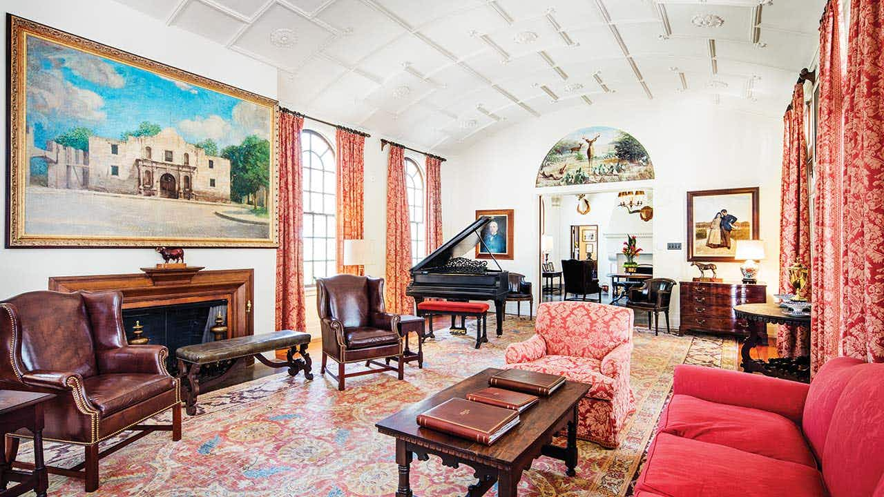 The barrel-vaulted Grand Salon features a painting of the Alamo that was commissioned by Henrietta King. After her death, her body laid in state in this room.