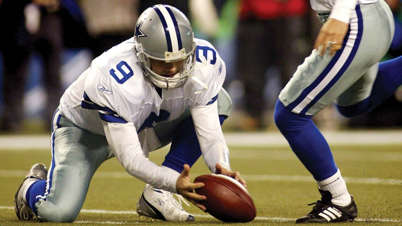 Romo botches the hold for Martin Gramatica's field-goal attempt against the Seattle Seahawks on January 6, 2007.