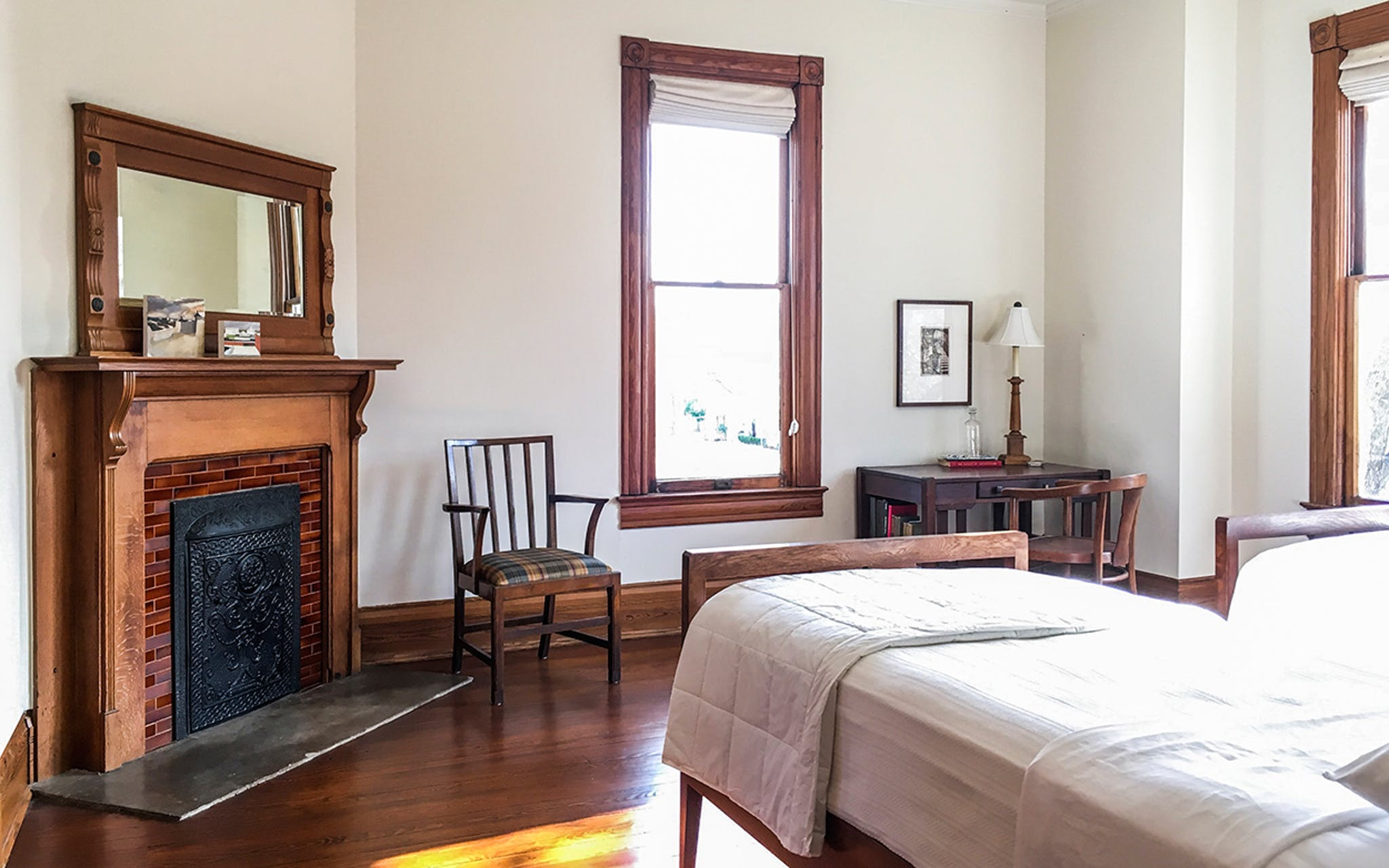 A bedroom at 100W.