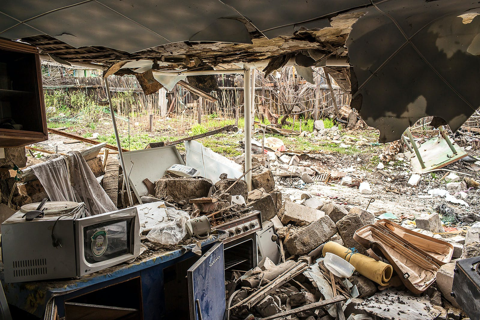 Ukraine Donetsk rubble