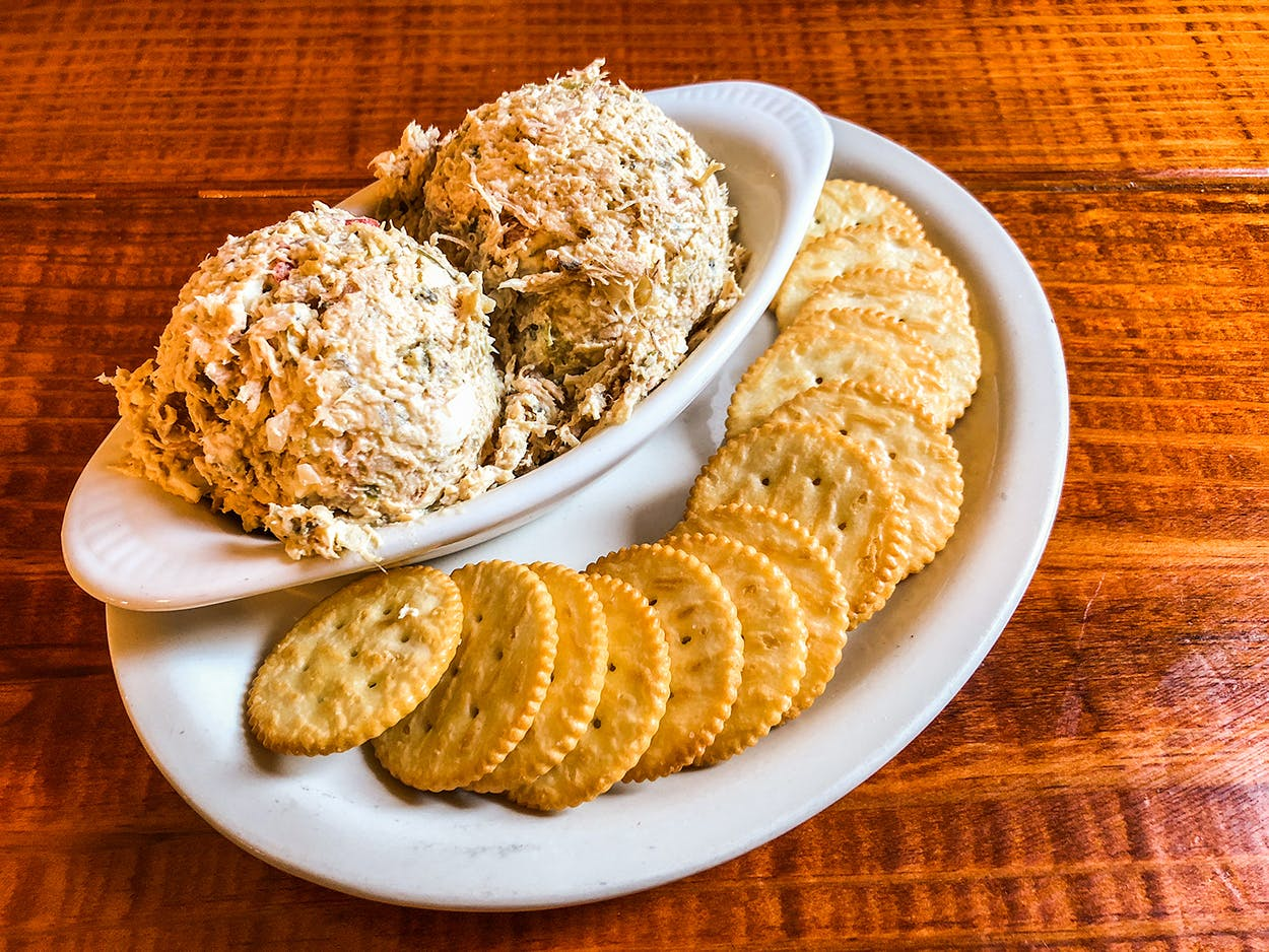 chicken salad plate with ritz crackers