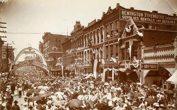 The Elks Arch was constructed in 1908 at the intersection of Main and Akard in downtown Dallas in preparation for the National Convention of Elks.