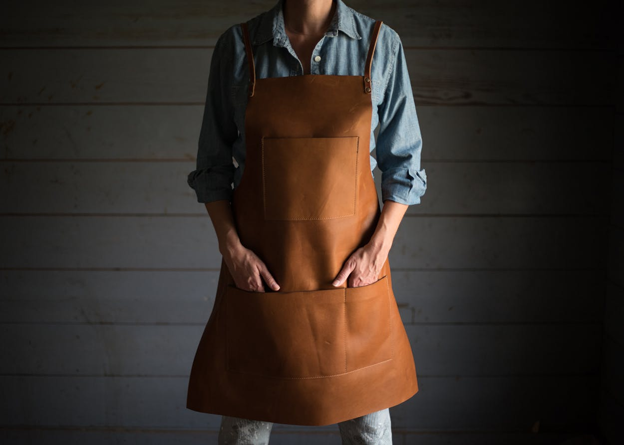 Stash & Co.'s Minimalist Maker Apron in caramel.