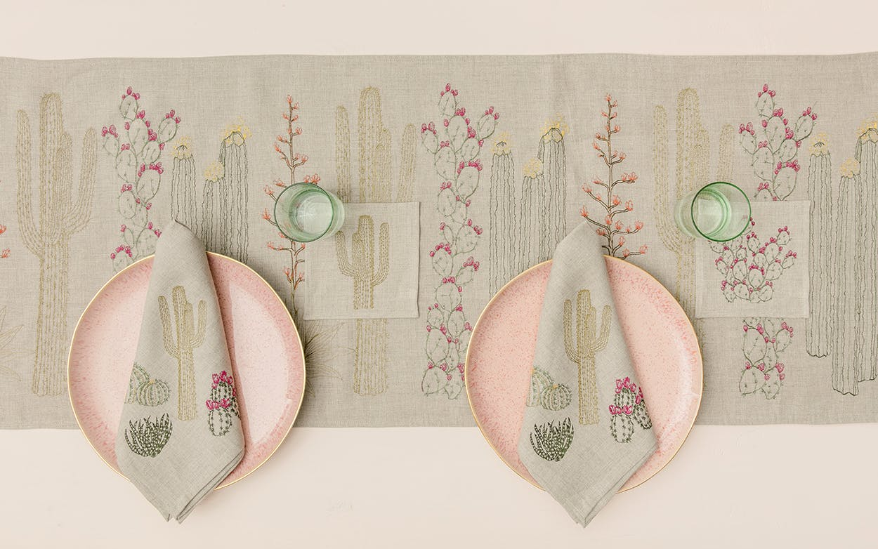 table runner, napkins and dishes