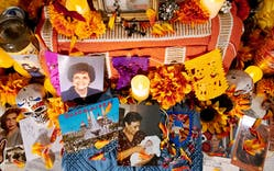 A photo of a día de los muertos altar.