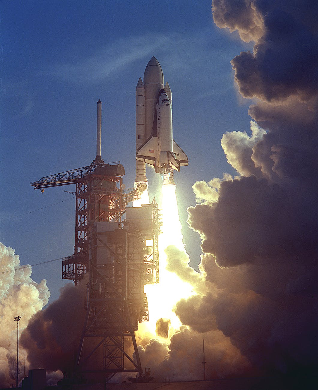 The space shuttle <em>Columbia</em> launches on April 12, 1981 manned with two astronauts, John Young and Robert Crippen.