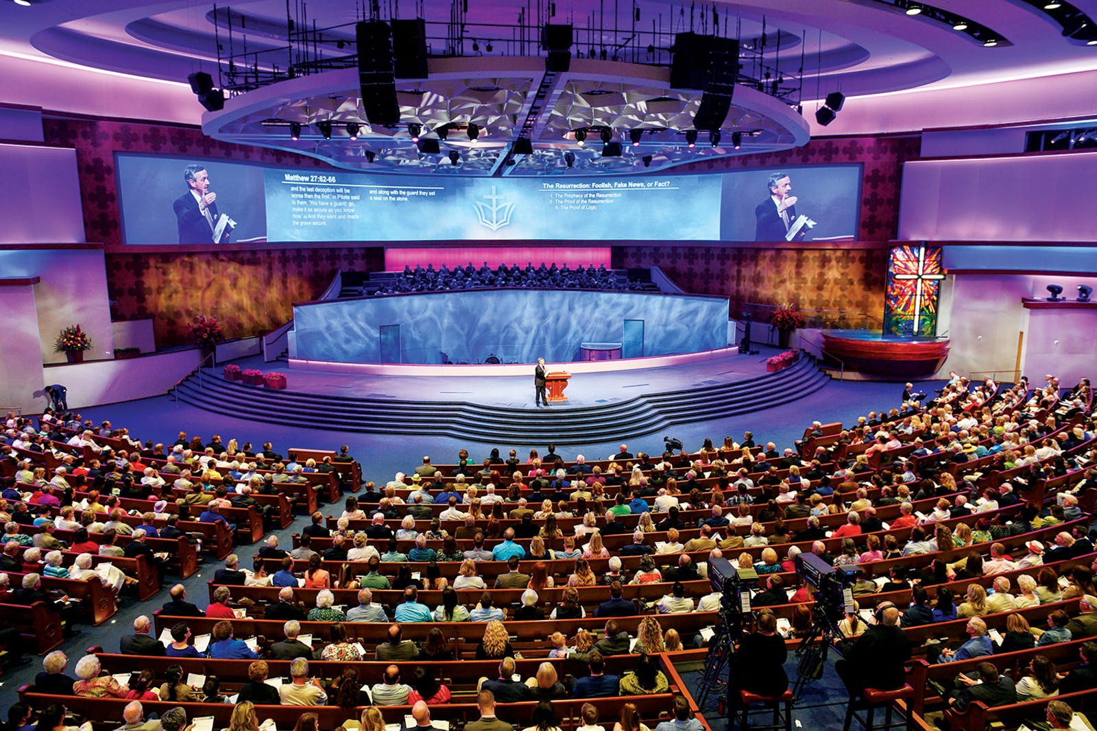 Jeffress preaching at First Baptist Dallas