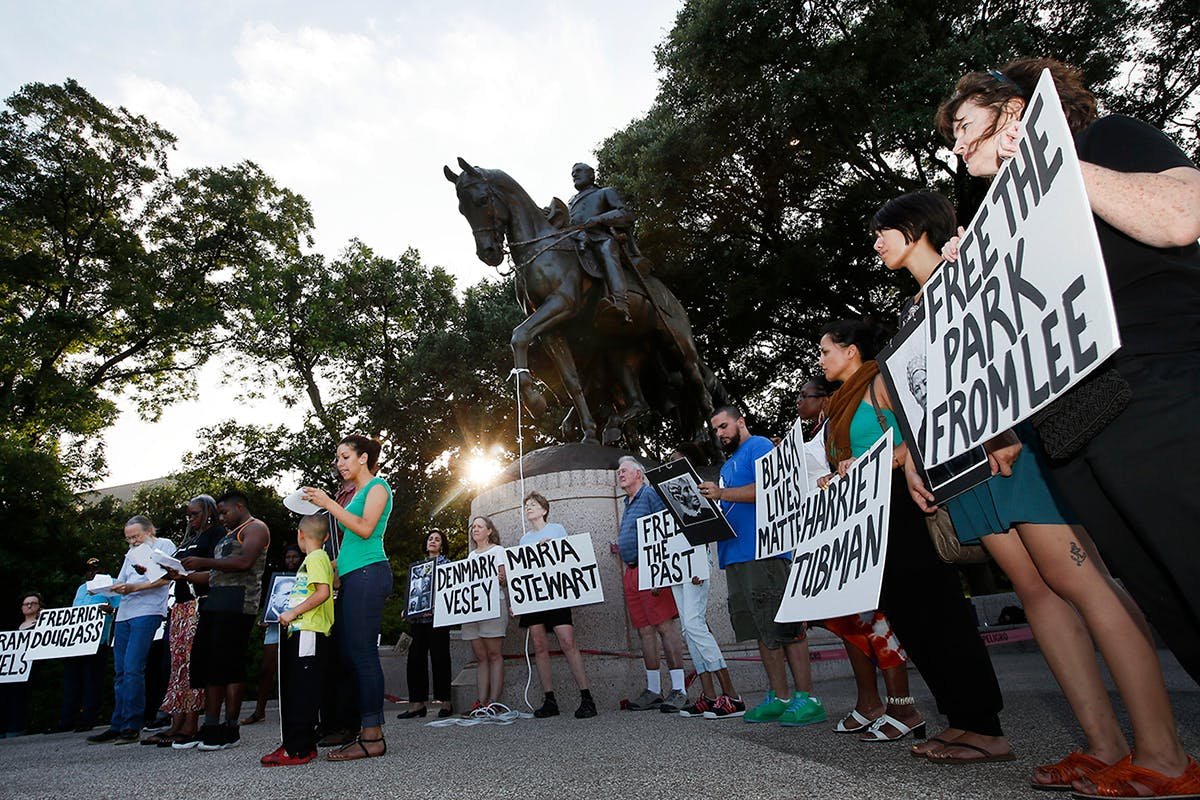 Protestors at General Robert E. Lee Statue