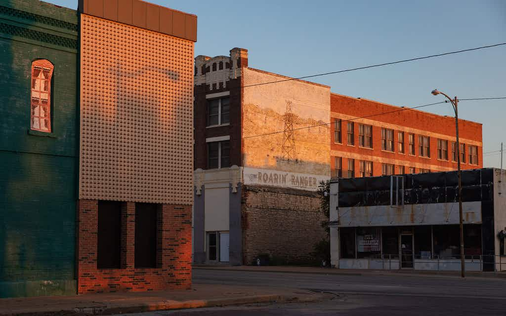 The Texas Roadside Photographer Who Finds Beauty in the Banal
