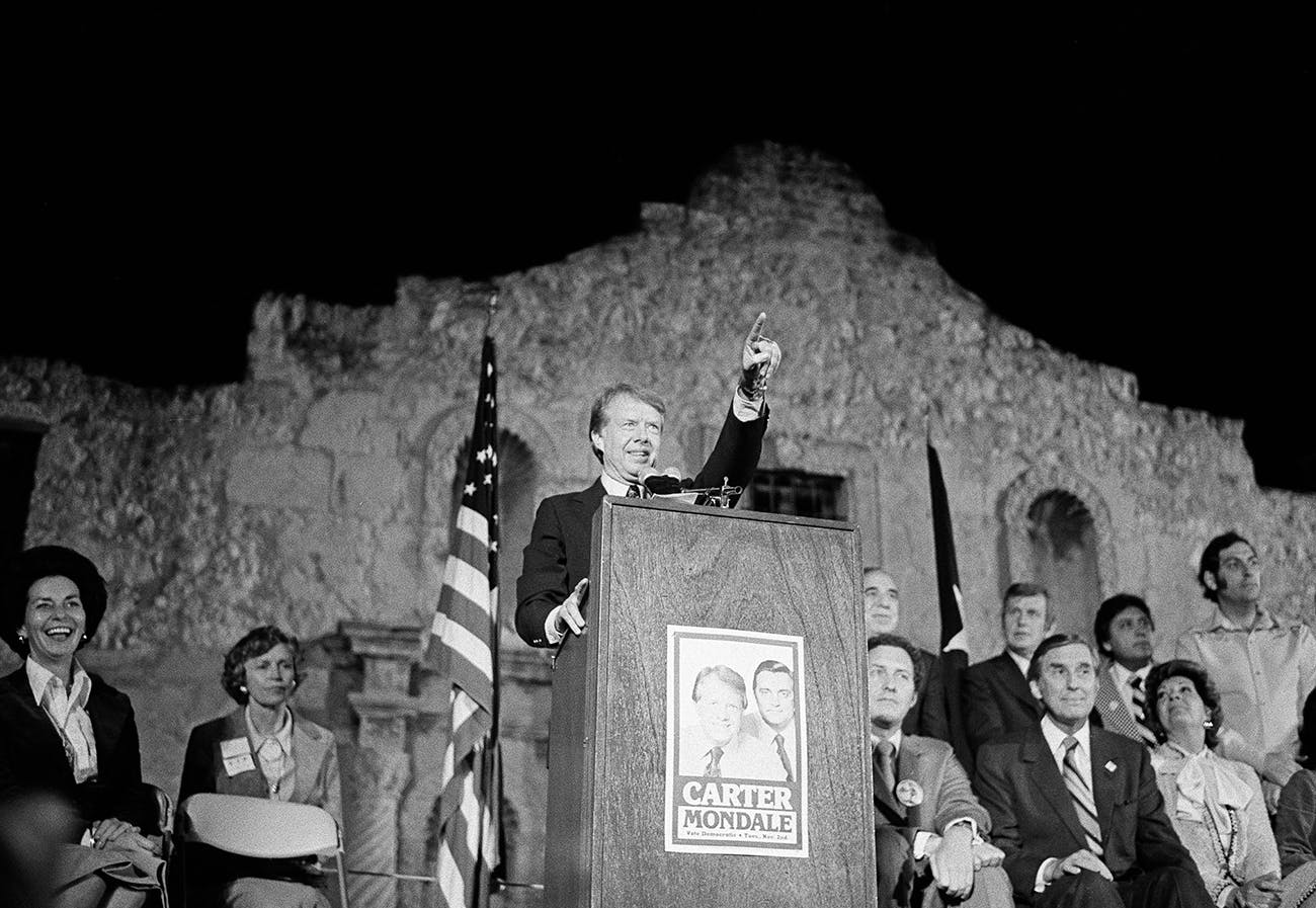 Jimmy Carter in front of the Alamo
