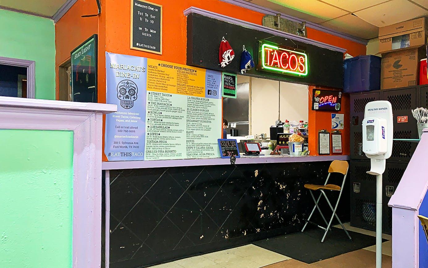 Weekly-Taco-Mariachis-Dine-Inn-interior-shot