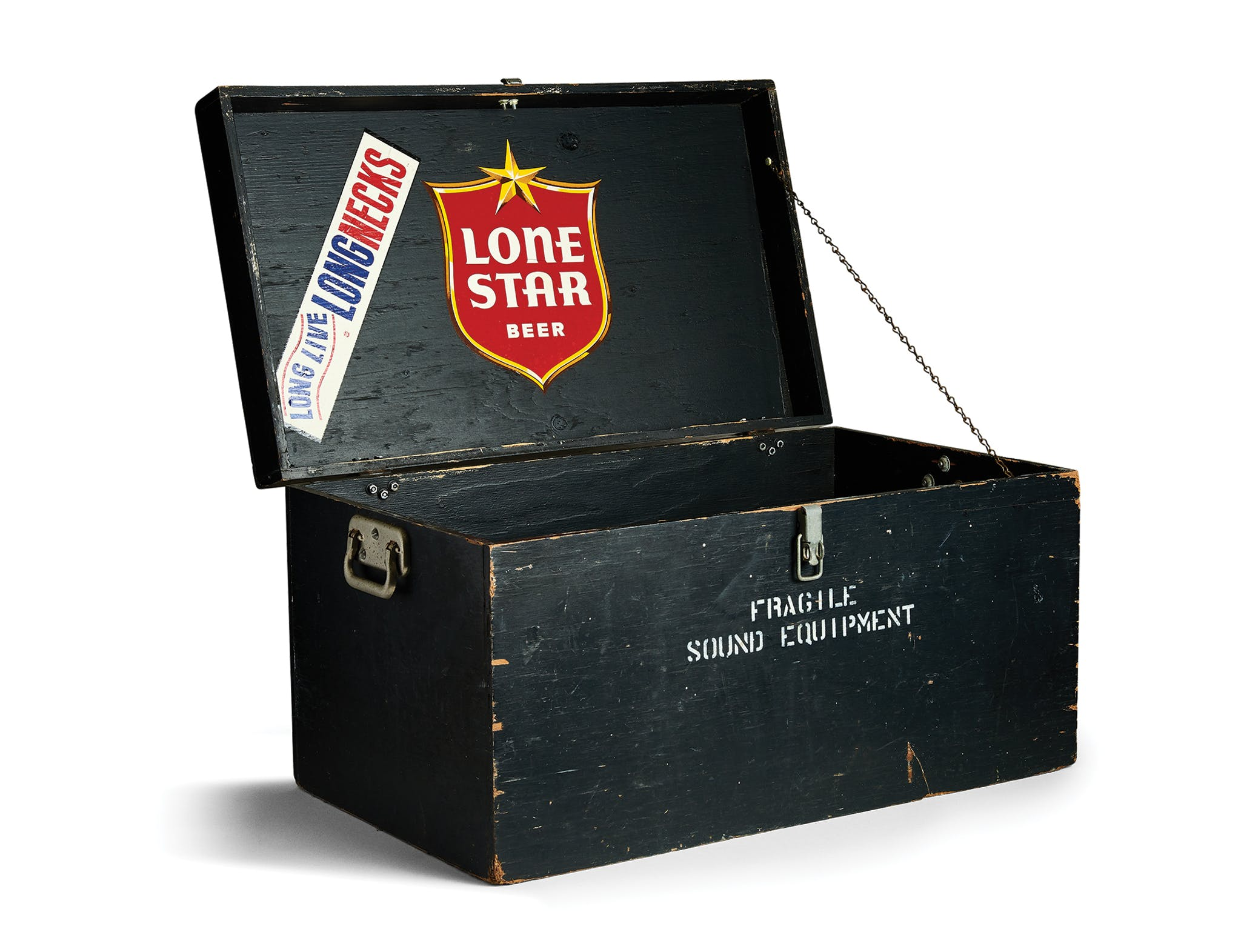 A fake sound equipment box used to sneak Lone Star backstage to Willie.
