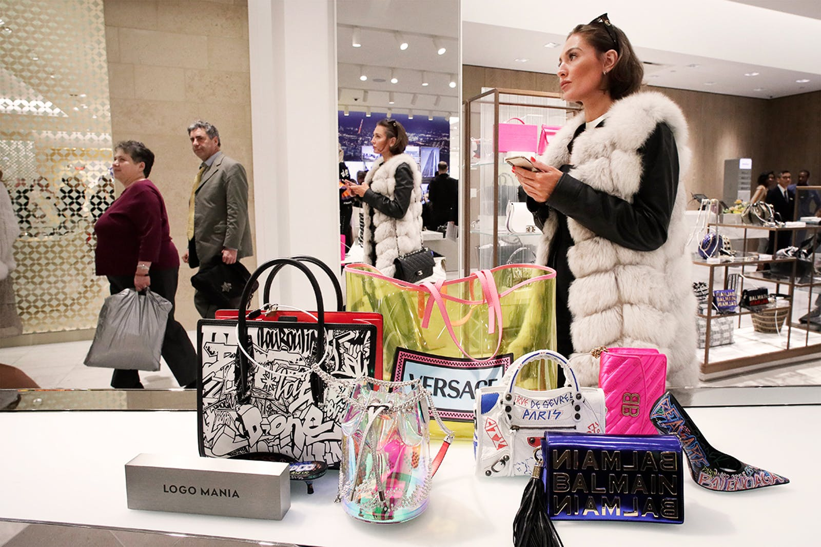 women-shopping-in-neiman-marcus-new-york