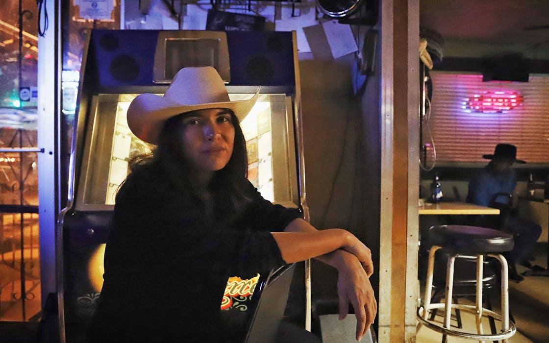 Monica ortiz in la perla, Austin, Texas
