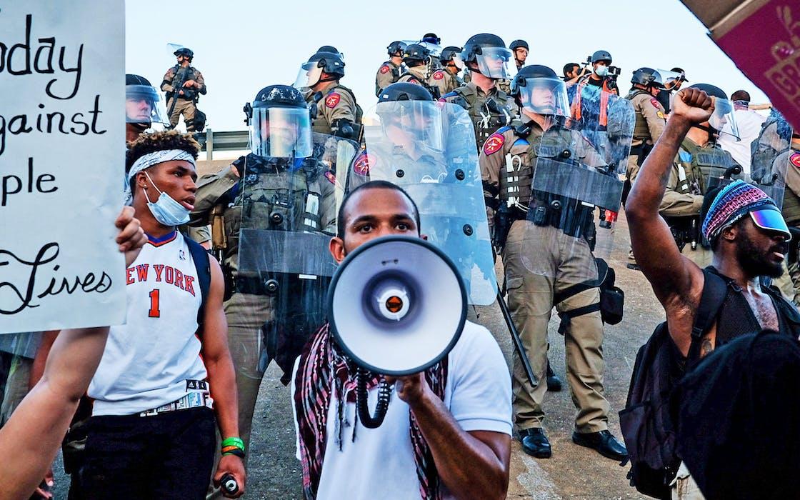 peaceful-protesting-austin-texas-june-04