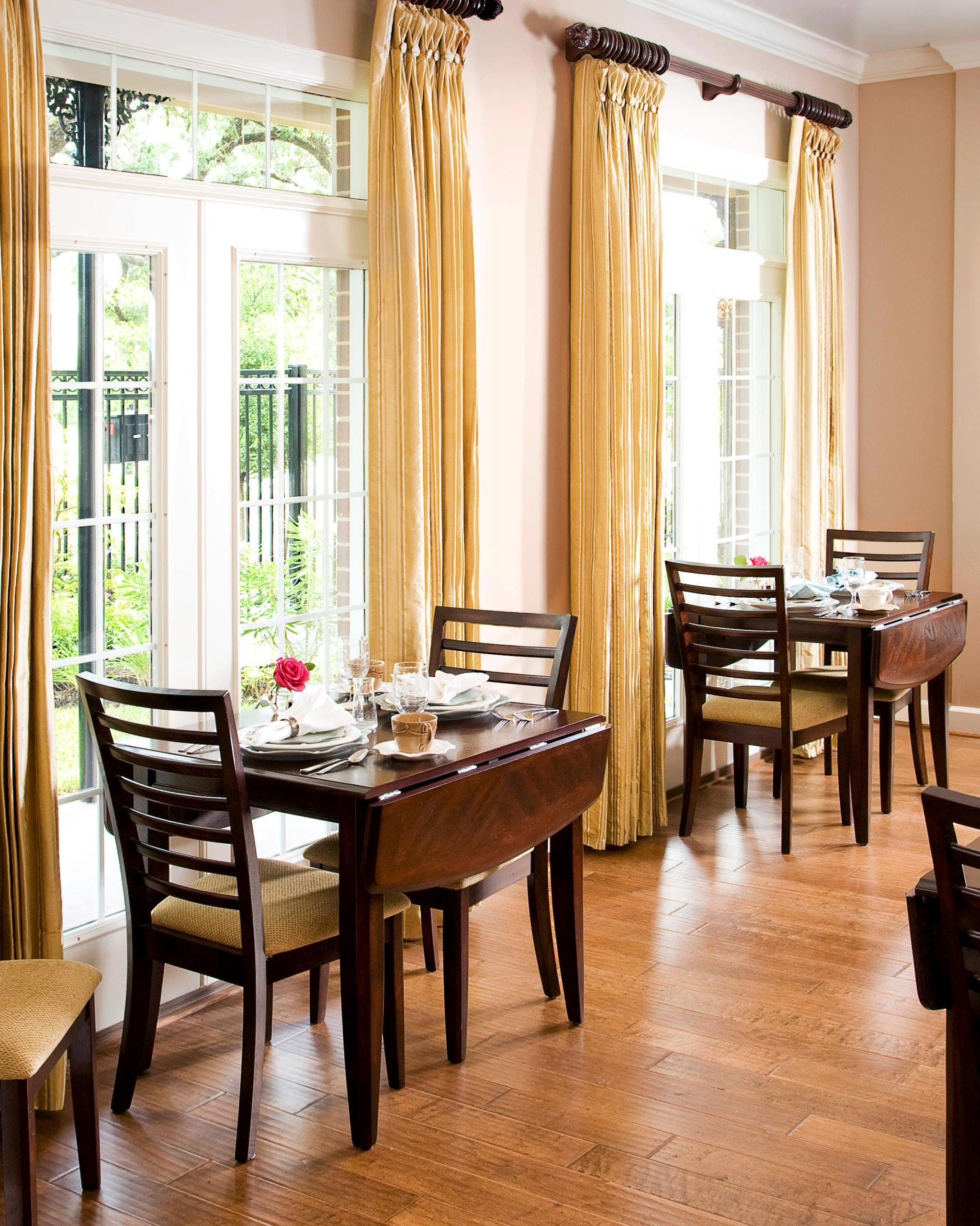 texas-staycation-la-maison-midtown-dining-room-1