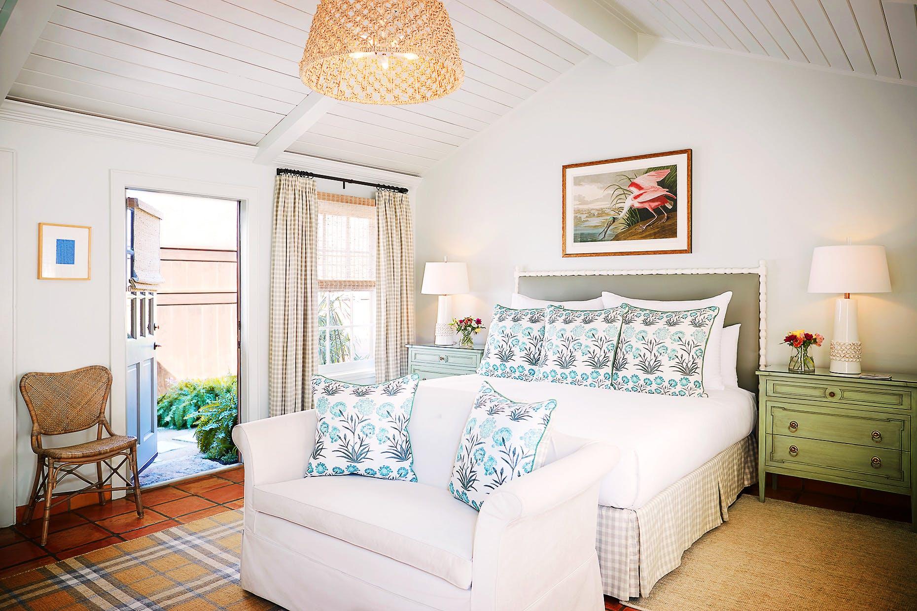 texas-staycation-lake-austin-room