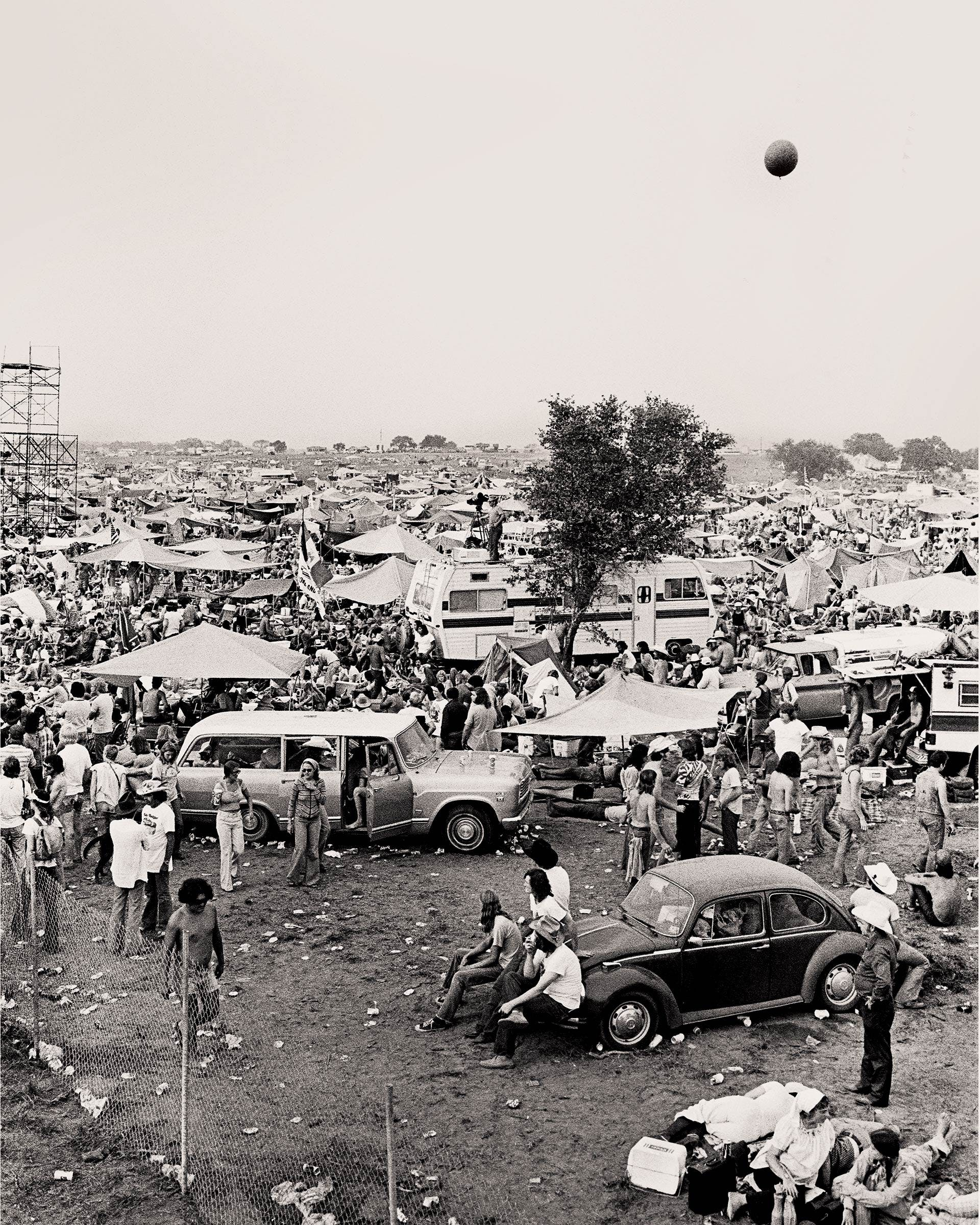 The crowd at Willie's Fourth of July Picnic in Gonzales in 1976.