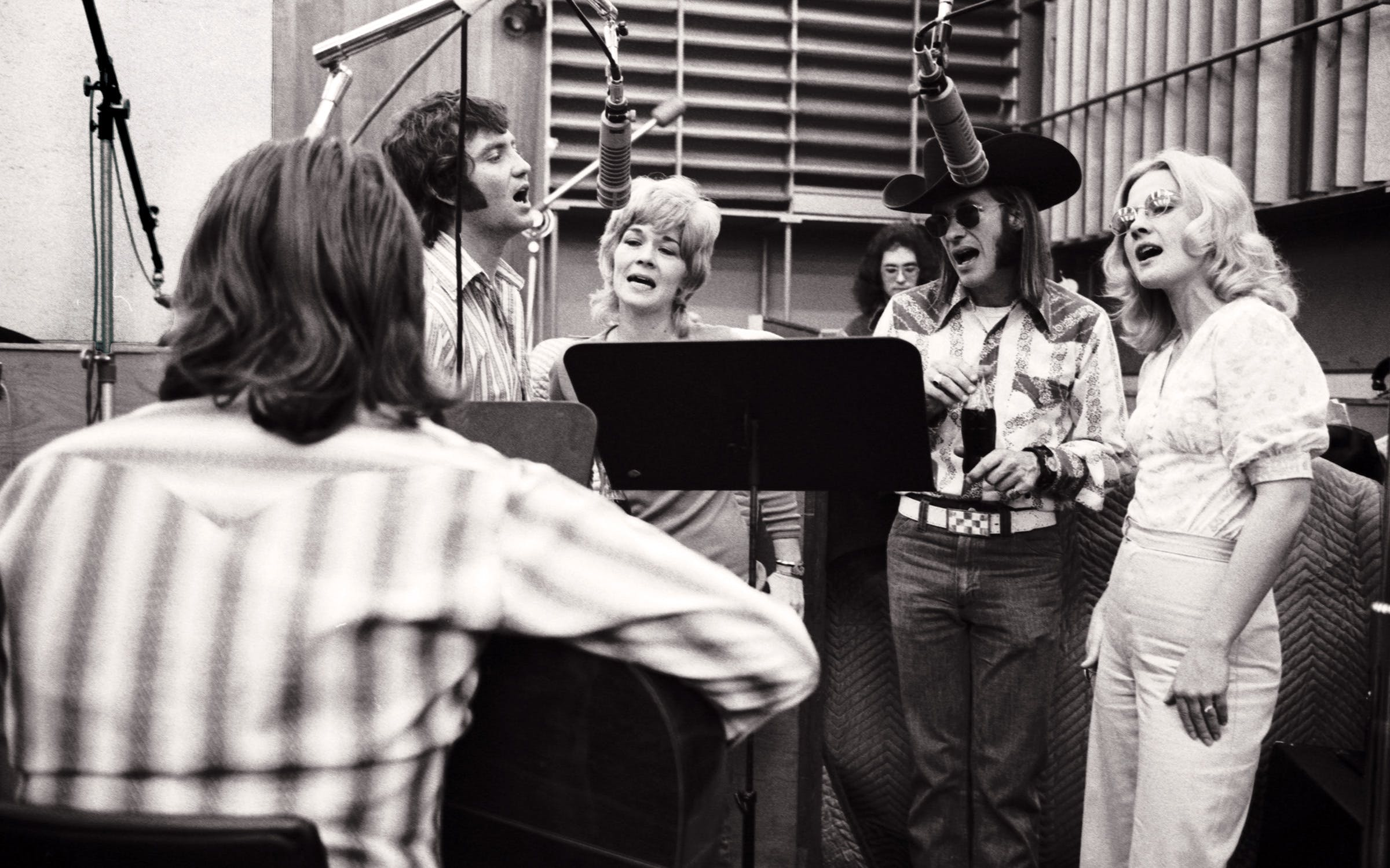 Willie in a recording session with backing vocalists Larry Gatlin, Sammi Smith, Doug Sahm, and Dee Moeller in New York City in February 1973.