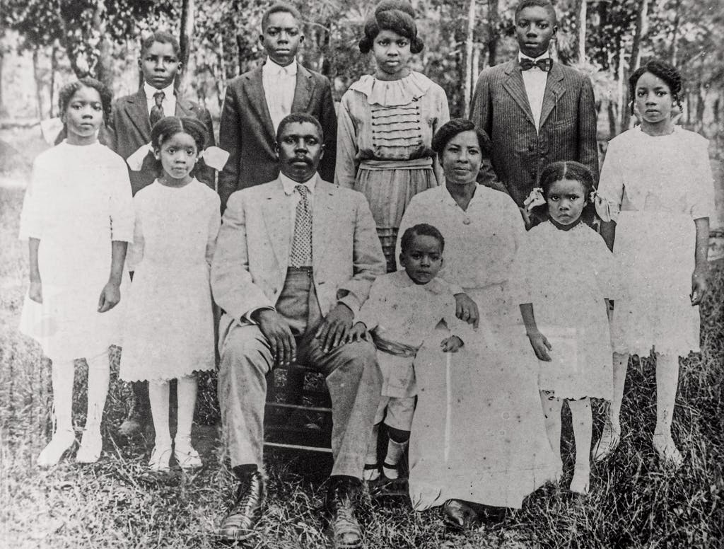 Stephens's maternal grandparents, mom (far right), aunts and uncles in New Waverly around 1918/1919.