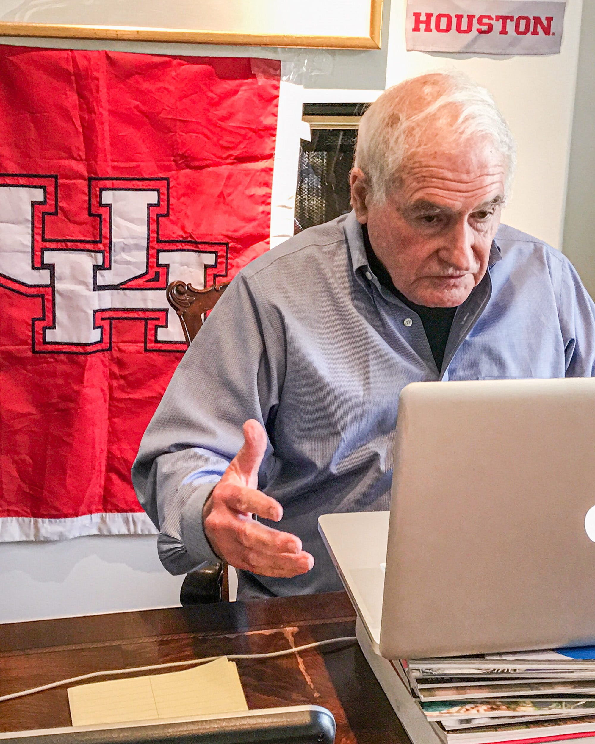 Professor Murray teaches his final class from his dining room table at home.