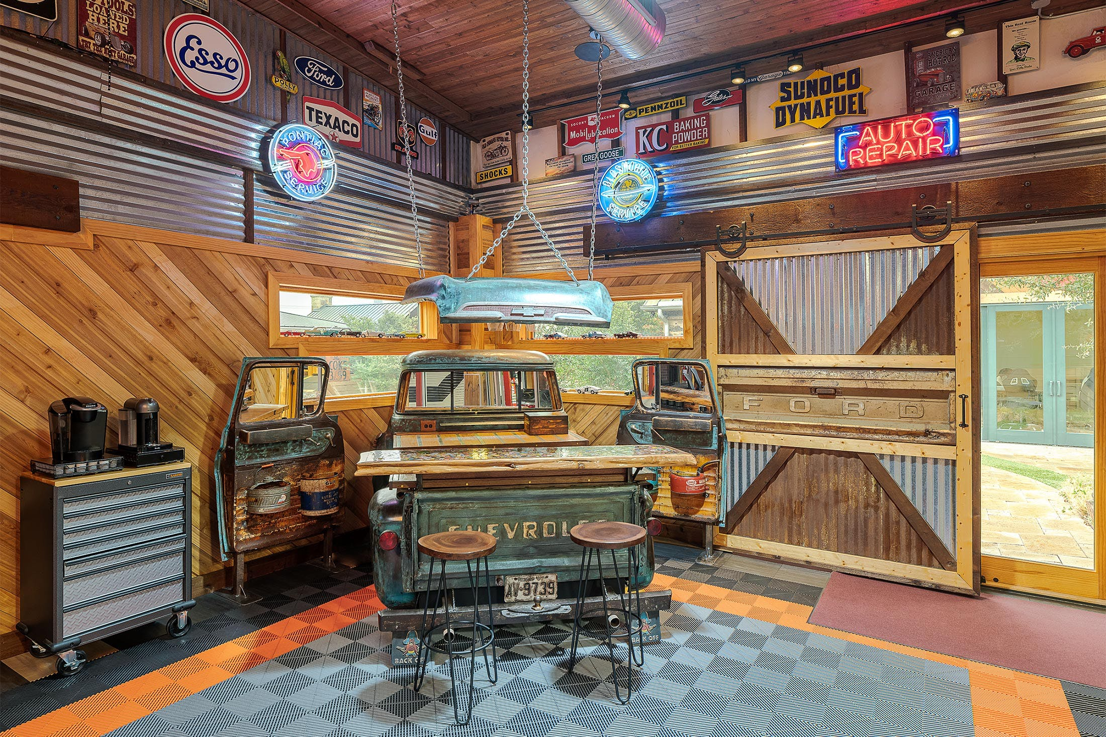 car-themed-house-listing-zillow-3