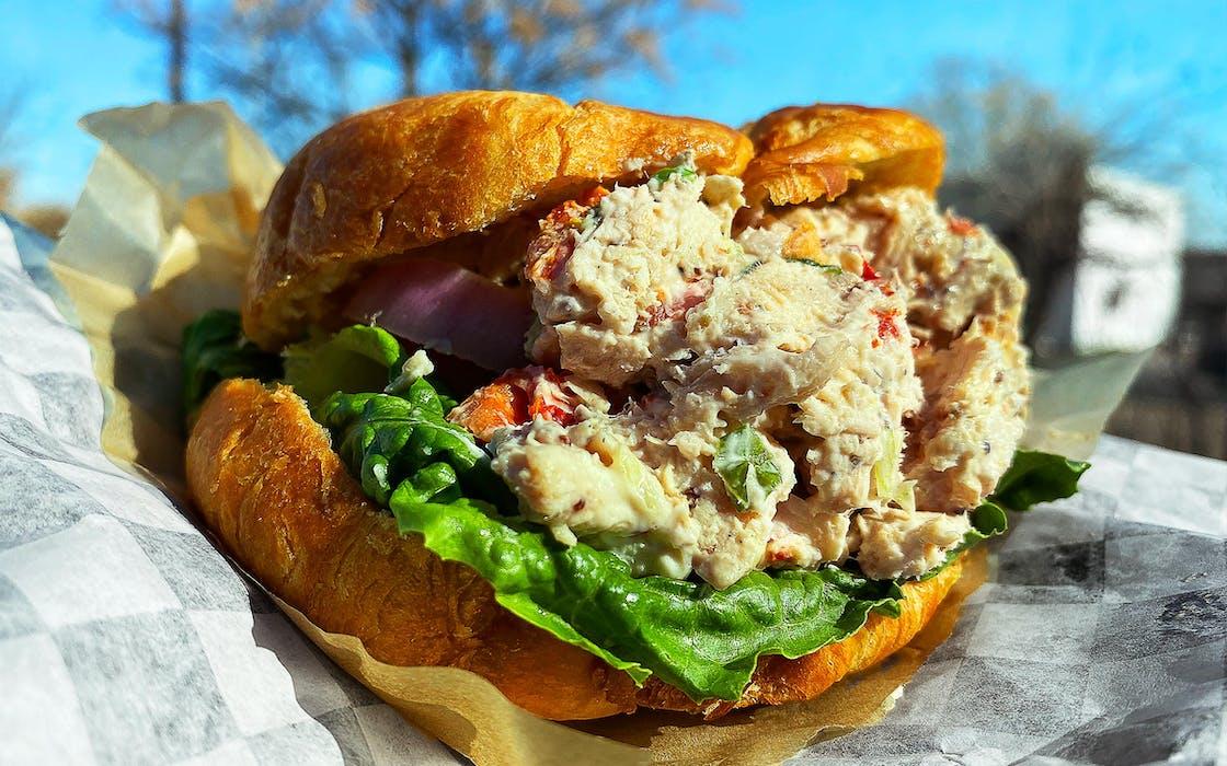 smoked-chicke-salad-sandwich