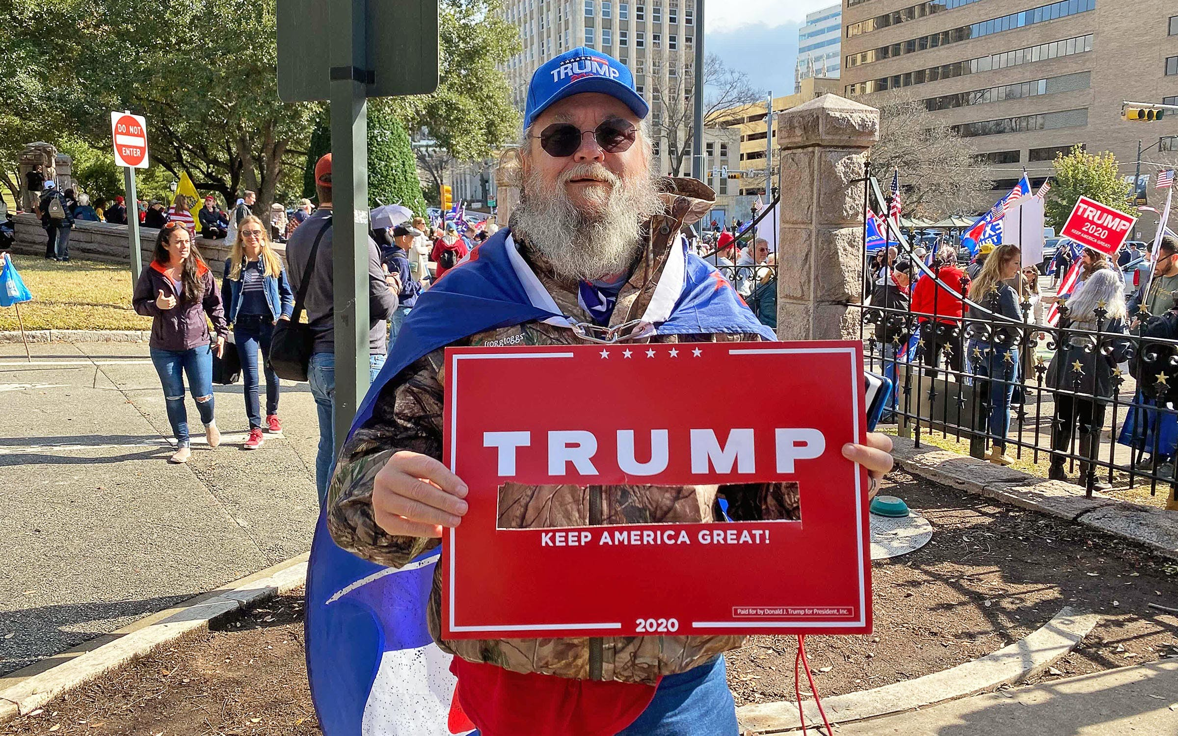 """Love Bombs"""" vs. """"Hang Traitors"""": Pro-Trump Protesters Rally for Their Man  in Austin – Texas Monthly"""