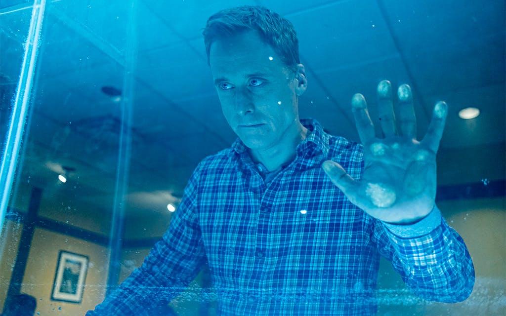 Alan Tudyk as Harry Vanderspeigle in Resident Alien in 2020.