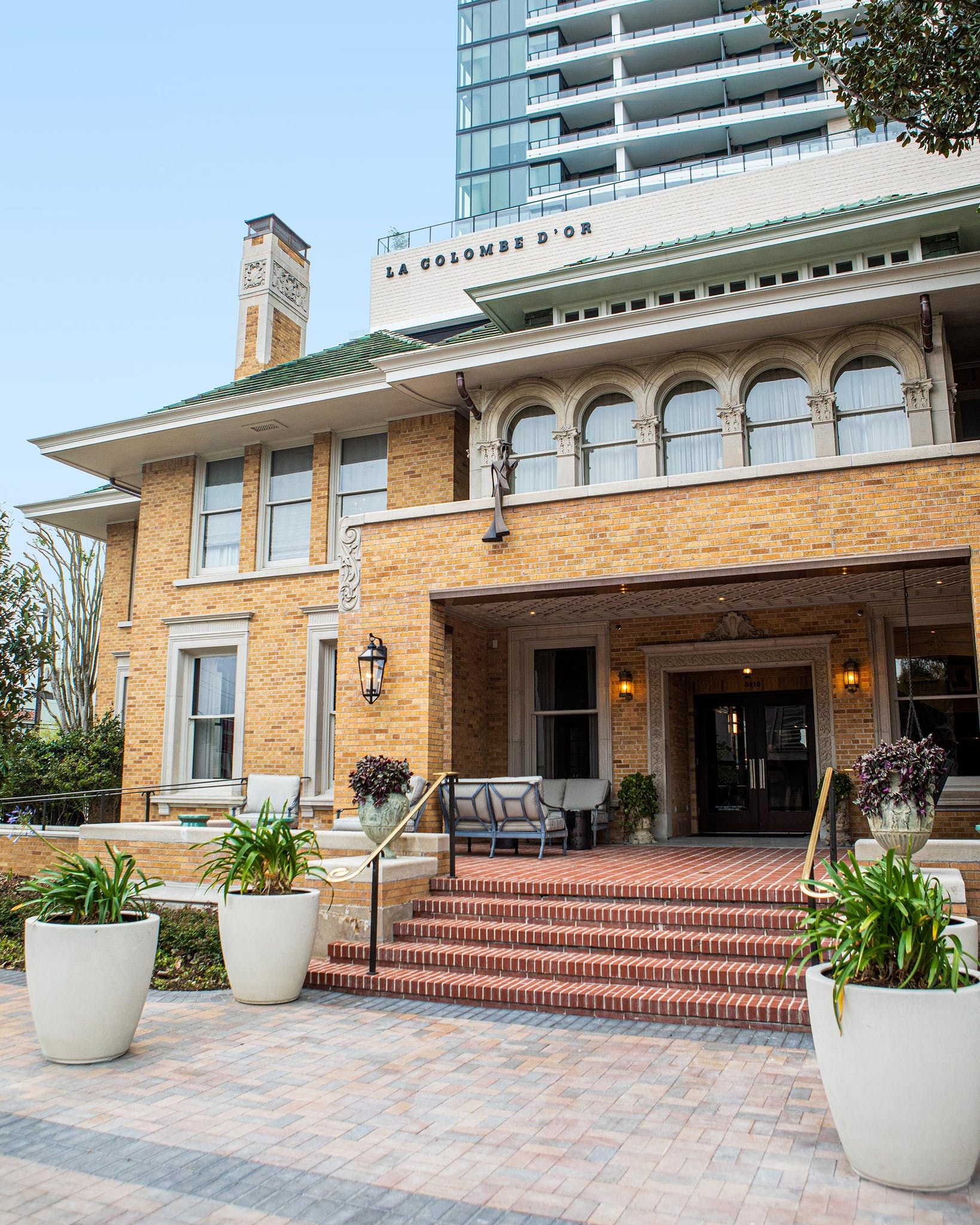 The exterior of La Colombe D'Or Hotel in Houston.