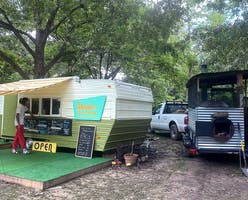 Wade's Barbecue trailer